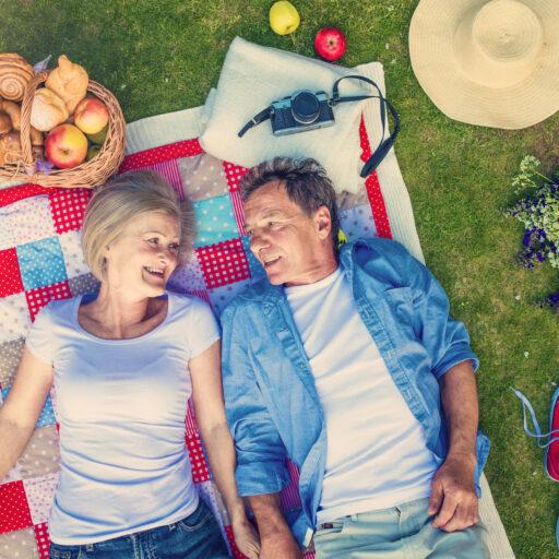 Two seniors enjoy a picnic.