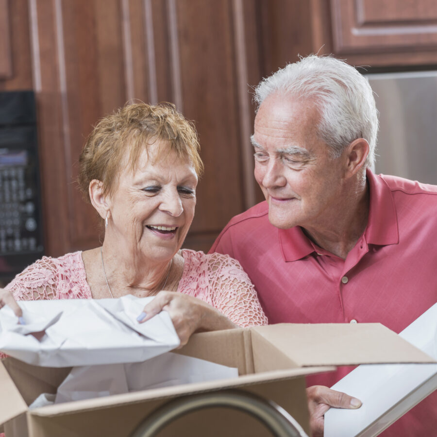 Downsizing and moving into a retirement community does not have to be difficult. Follow these tips to make it easier.