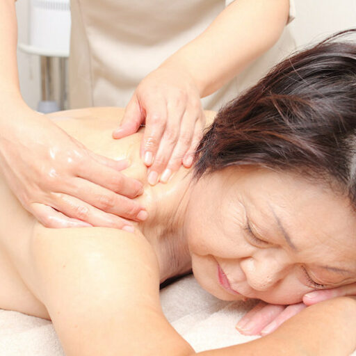 Massage therapy is a way to manage dementia without drugs